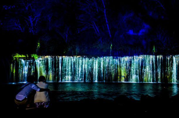 白糸の滝ライトアップ&イリュージョン(1)