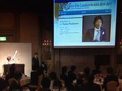 選出をサプライズ発表するアナウンサーの木佐 彩子さん