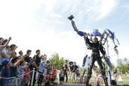 世界初の搭乗型のロボット「スケルトニクス」