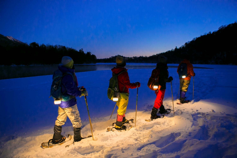 奥日光で夜の雪上さんぽが楽しめる![ホットチャイ付き]雪明かりのスノーシューナイト 1/22~3/12の毎週日曜実施
