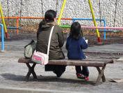 絆…絵本を読む親子