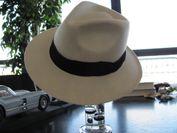 直筆サイン入り帽子