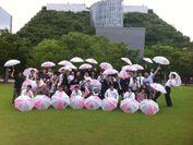 福岡では警固公園で傘を開きました