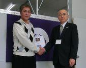 梶野 康博(左)と狩野 宏史 校長(右)