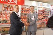 板倉町 町長の栗原氏と当社 代表取締役社長の文野