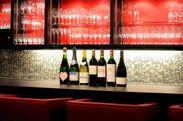 ワインは常時100種類以上