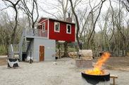 ツリーハウスとたき火コーナー