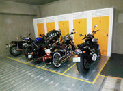 屋内型バイク駐車場