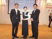 金賞受賞 左から川上先生、山本さん、島田先生