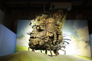 【(c)2004 二馬力・GNDDDT】メイン展示「ジブリの空」の「ハウルの動く城」の場面