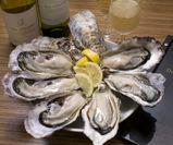 おすすめメニュー!生牡蠣6ピース&オリジナルワイン「ジ・オイスターズ シャルドネ」