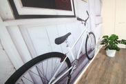 白壁と自転車