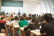外部講師の科目を多数設置