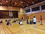 小学生向けバスケットスクールの様子
