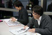 原稿をチェックする高橋先生と戸田先生