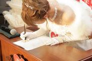 婚姻届記入の様子