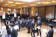 各企業ブースに多くの学生が参加