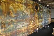 鏡ばりの「異空界』に圧倒。世界最大の油彩画
