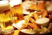 チキンウィングとビール