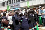 コピス吉祥寺店では多くの親子連れや学生で賑わい、最大70分待ちを記録