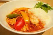 コートジボワールの代表料理「ペペスープ」にライスを添えて