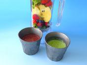 旬の野菜やフルーツを使用した赤と緑のスムージー