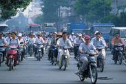 ベトナムの活気のある街中の様子