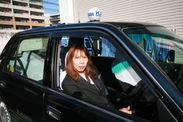 女性タクシードライバー イメージ