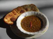 ナンとレンズ豆のカレー(ネパールの故郷の味)