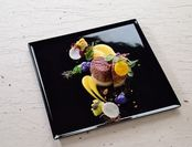 銘柄牛のビフテキと季節野菜大吟醸で作った生姜の熟成ソース