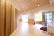 木の香りがあふれる室内空間