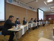 大学特別セッションに登壇した6大学の学長・研究担当理事と文部科学省科学技術・学術政策局の川上局長(右端に着席)