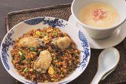 広島産牡蠣の黒チャーハン