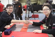 決勝戦 ジョー・ソー選手(左)と諸藤 拓馬選手(右)