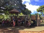 日差しが強い公園で