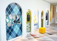 デジタルとアナログが融合した不思議な鏡体験のできる展示「ワンダーミラー」