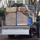 工場で組み立てたものをトラックで運ぶ