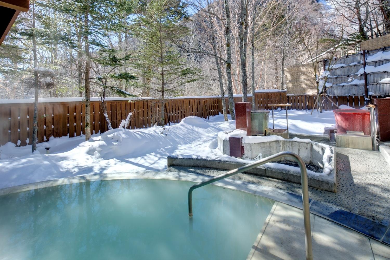 冬は雪見露天が楽しめる露天風呂