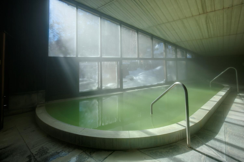 奈良時代に開湯した日光湯元温泉の内湯