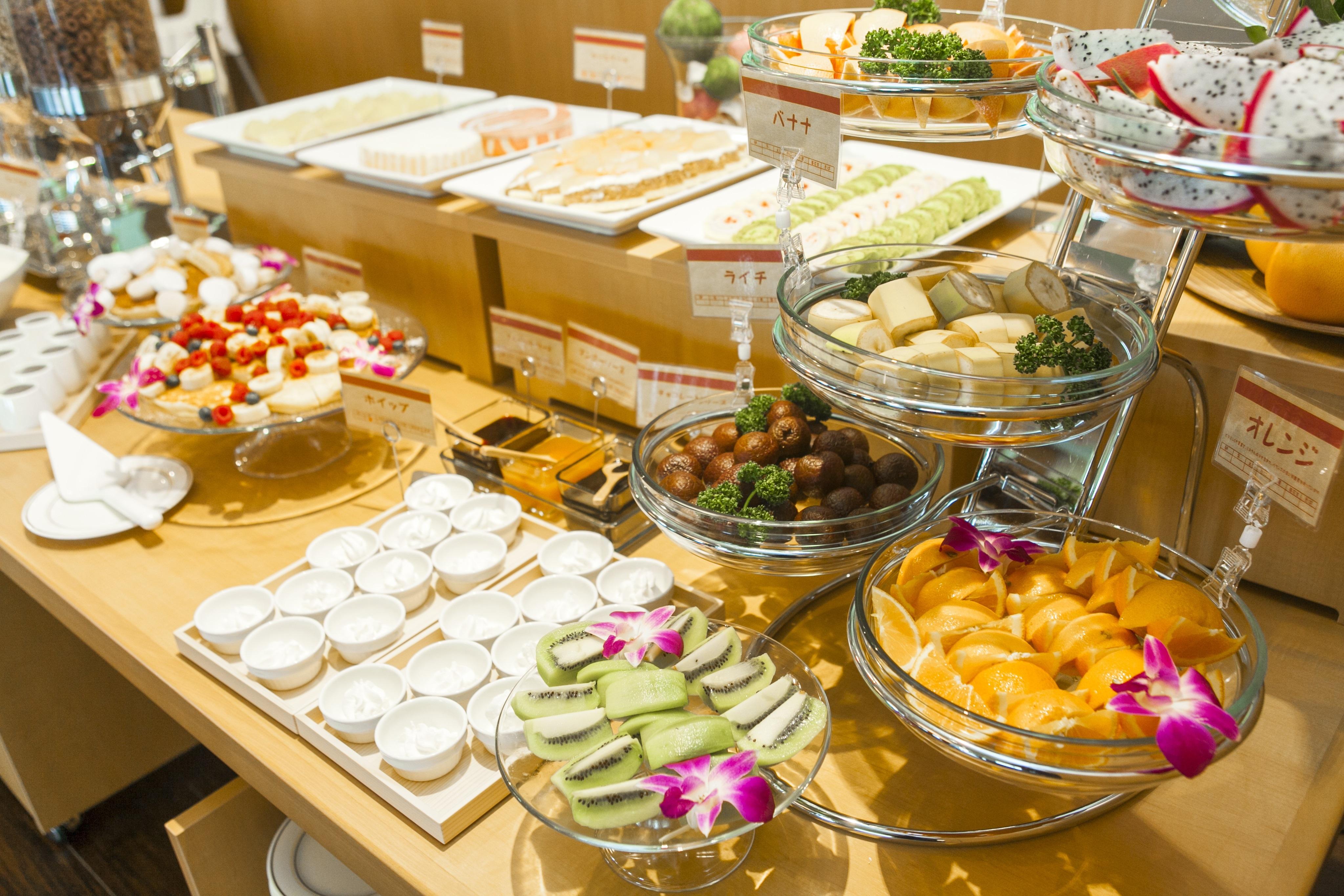 「スイーツ&フルーツ」をテーマにした朝食バイキング