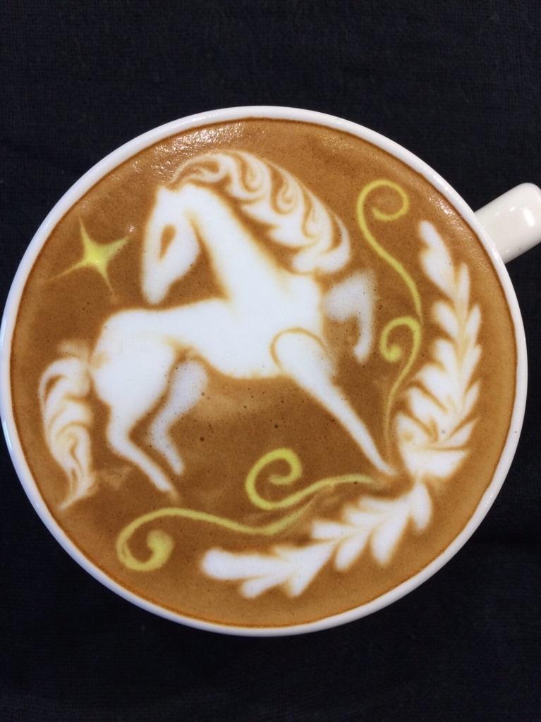 優雅な馬のかわいいラテアートの壁紙