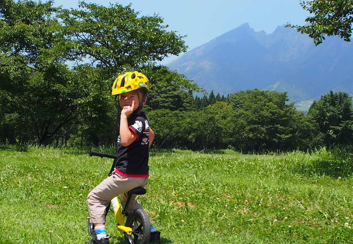 雄大な根子岳をバックに楽しめる休暇村南阿蘇のストライダー