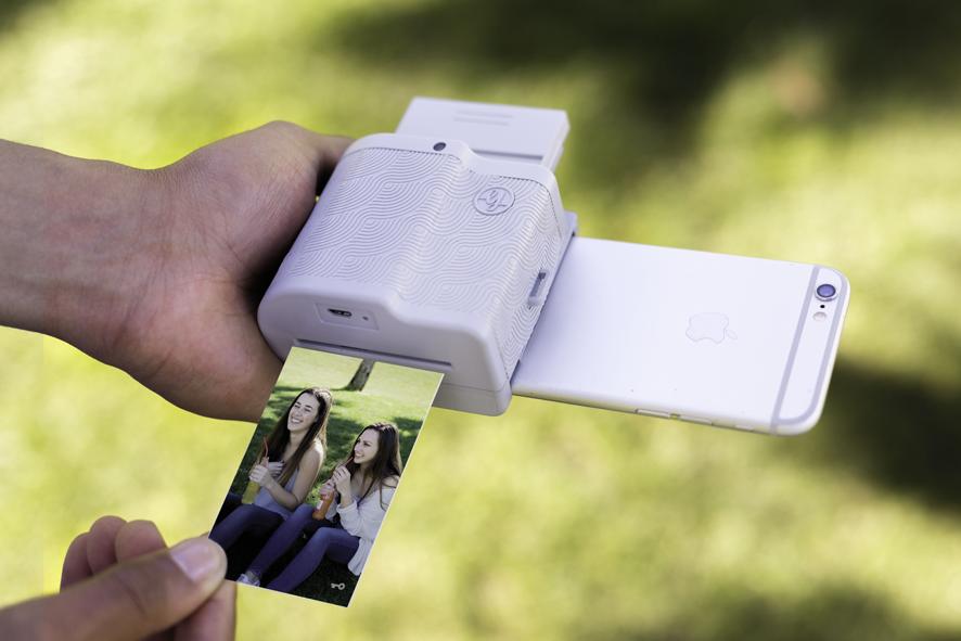 d92d16e8b2 iPhoneで撮影した写真をその場でプリントアウト!ポケットサイズの夢の ...