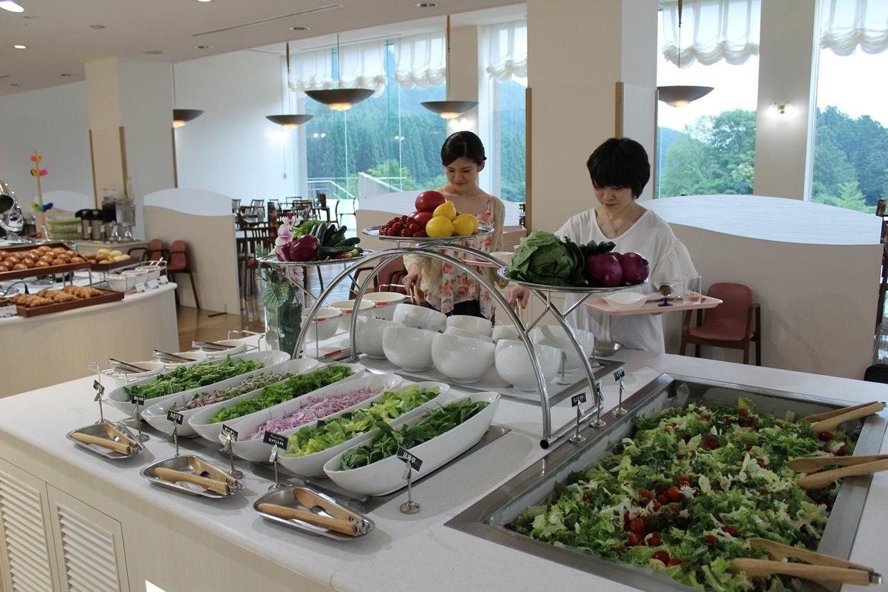 世界遺産 富士山の美しさに負けない、魅せるビュッフェ休暇村富士のレストランがリニューアルオープン