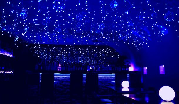 吉祥寺でも「青の洞窟」が楽しめる! 2,500球の青色LEDで、冬のイルミ ...