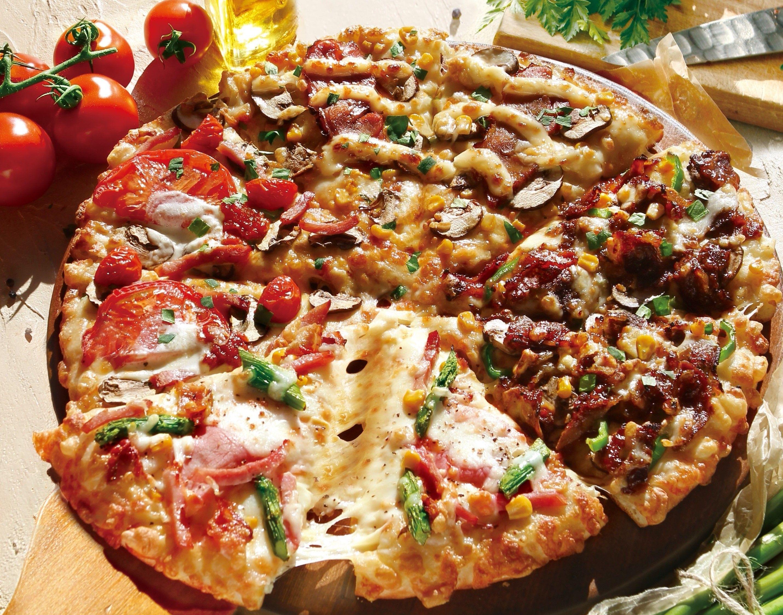 cheese pizza nude 特製のソースで焼き上げた薫る『炭火焼きビーフ』、アスパラ&ベーコンにイタリア産モッツァレラをトッピングした『モッツァレラとアスパラベーコンのピザ』、北海道産  ...