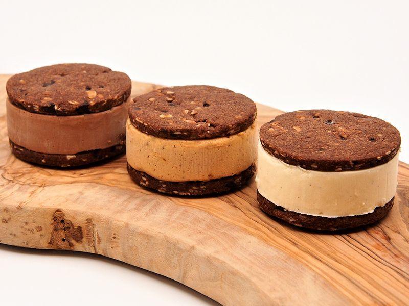 クッキーサンドアイス