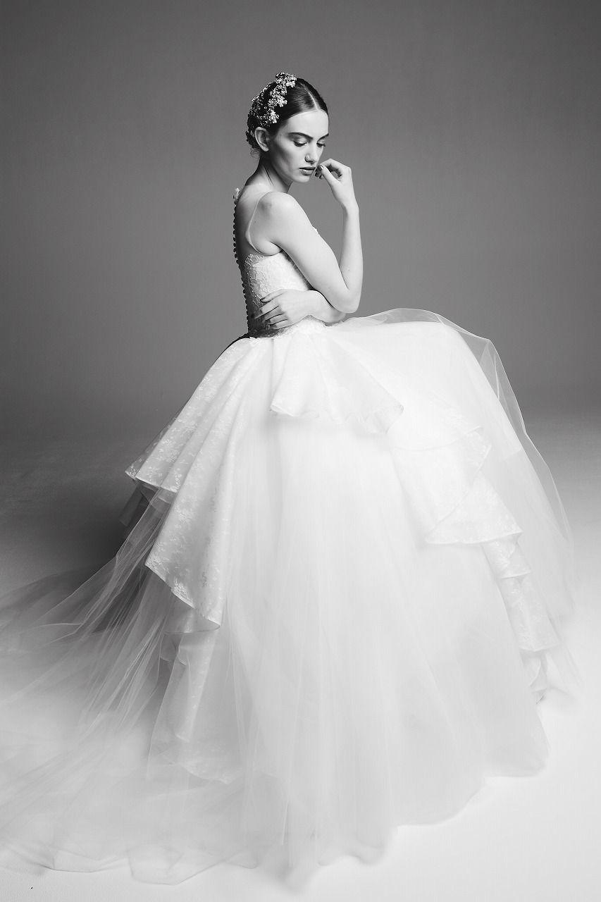 64556a6af3b35 ドレスショップAuthentique(オーセンティック)より> ・ROSA CLARA(ロサ クララ)  世界中の花嫁から絶大な支持をうけるスペインを代表するセレブ御用達ブランドです。