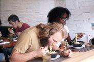 外国人食事風景