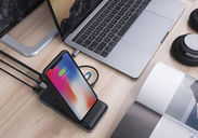 HyperDrive 8in1 USB-C Hub+Qi Wireless Charger Stand カット02